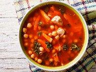 Пилешка супа с нахут от консерва, чушки, целина, кимион и кориандър